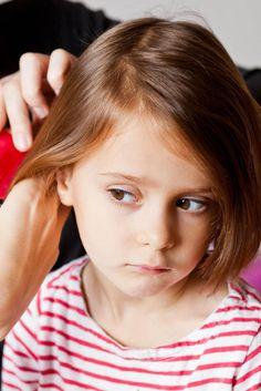 """""""I genitori iperprotettivi creano danni psicologici permanenti nei figli"""". La ricerca su 5000 volontari nati nel 1946"""