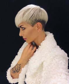 Undercut Pixie Cut 2019 - All For New Hairstyles Blonde Pixie Haircut, Pixie Bob Hairstyles, Short Pixie Haircuts, Hairstyles Haircuts, Short Hair Cuts, Short Hair Styles, Haircut Short, Haircut Styles, Popular Short Haircuts