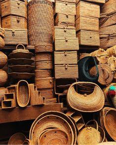 Bags anyone? Wood Basket, Rattan Basket, Basket Bag, Traditional Market, Farm Party, Bali Travel, Estilo Retro, Craft Items, Basket Weaving