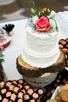 Log cake stand #rustic | Photography: Chris Humphreys Photography  Read More: http://www.stylemepretty.com/little-black-book-blog/2014/05/09/rustic-vail-square-wedding/