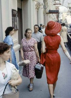 christian dior fashion shoot in the USSR from late 1950s/early 1960s