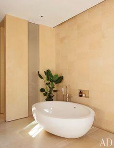 Howard J. Backen Designs a Modernist Northern California House : Architectural Digest Natural Bathroom, Simple Bathroom, California Homes, Northern California, Indoor Water Features, Boffi, Bathroom Interior, Bathrooms Decor, Luxury Bathrooms