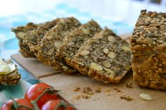 Delishious nutbread - no yeast, flour or kneading; only lots of great taste! Banana Bread, Eat, Desserts, Tailgate Desserts, Deserts, Postres, Dessert, Plated Desserts