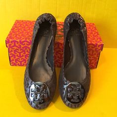 Tory burch Reva flats- new - metallic cheetah New with box Tory Burch metallic cheetah print Reva flats, size womens 9, no flaws, worn once to try on, super cute!! Silver logo with black and gray metallic cheetah print. Box and tissue paper included with the flats. Receipt not included. Bundle to save ❤️ Tory Burch Shoes Flats & Loafers