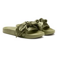Fenty Puma x Rihanna Women's Satin Bandana Pool Slide Sandals (€81) ❤ liked on Polyvore featuring shoes, sandals, flats, puma, slide, puma footwear, flat shoes, green flats, satin sandals and green flat shoes