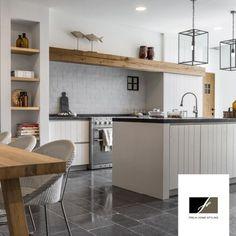 Uitstekende balk in de keuken - Lilly is Love Kitchen Dinning Room, Home Decor Kitchen, New Kitchen, Home Kitchens, Style At Home, Small Space Kitchen, White Kitchen Cabinets, Küchen Design, Beautiful Kitchens