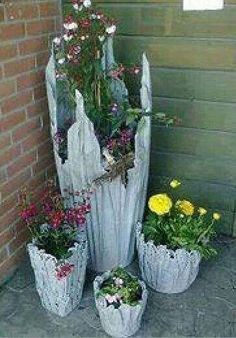 "Cement pots: Use water, cement and old towels/rags/tablecloths. Kerensa Zieske tanglelocks Garden on the Cheap Cement pots: Use water, cement and old towels/rags/tablecloths. Make a ""tea"" of cement and water, soak cloth til heavy, Diy Concrete Planters, Cement Garden, Cement Art, Concrete Crafts, Garden Pots, Garden Crafts, Garden Projects, Garden Ideas, Ideas Para Decorar Jardines"