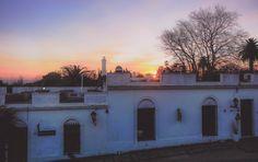 O pôr do sol da charmosa Colonia del Sacramento, inverno uruguaio.