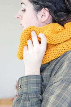 If you need a meaningful last-minute gift or simply want to work up a chic scarf in a short amount of time, the 3 Step Infinity Scarf is the perfect pattern. This bright yellow knit scarf will add some sunshine to those dreary winter days. Knitting For Kids, Knitting For Beginners, Knitting Projects, Baby Knitting, Free Knitting, Finger Knitting, Knitting Tutorials, Knitting Ideas, Knitting Stitches
