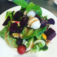 Todays #Lunchbox: I am on travel today so im flashing back to this delicious salad i had at Craft Cafe its butter lettuce with heirloom tomatoesbeetsand cashew ricotta.  It was everything cant wait to get another bite! #eatclean #eathealthy #yums