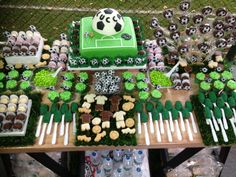 Mesa de doces no tema FUTEBOL Soccer Party Favors, Soccer Birthday Parties, Football Birthday, Sports Birthday, Boy First Birthday, Birthday Party Themes, 8th Birthday, Birthday Ideas, Soccer Decor