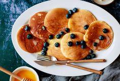 Cassava flour: Trendy New Gluten-Free Flour Might Be The Secret To Fluffy, Healthy Pancakes & Cookies (Hooray! Gluten Free Flour, Gluten Free Baking, Gluten Free Recipes, Paleo Recipes, Healthy Food Choices, Healthy Snacks, Healthy Baking, Eating Healthy, No Flour Pancakes