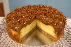 Depois do enorme sucesso do bolo de churros, a sensação do momento é a CheeseCake de Churros. Veja como preparar Ingredientes 200g (1 pacote) de biscoito m