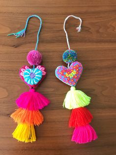 Hand embroidered felted hearts || Made in Mexico || Enquiries and wholesale: jubelshop@outlook.com #artesaniasmexico #artesaniasmexicanasdiy
