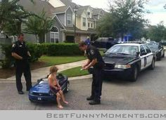 When Justin Bieber got arrested the internet went crazy with hilarious Bieber DUI Memes, jokes and Photoshop's. We look at the best internet reactions. Cops Humor, Police Humor, Funny Police, Funny Cops, Police Officer, Funny Humor, Police Life, Memes Humor, Funny Images