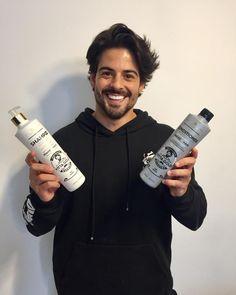 Nossa linha Vitta Gold Barbers tem uma rica composição em cereais que estimulam a produção de colágeno e elastina, dando mais firmeza e elasticidade à pele, promovendo hidratação e a maciez dos fios sem pesar. Nossa linha Barbers já faz parte da rotina do influencer @lucaschaccon 😍👏🏻 Nós amamos!! Brazilian Keratin, Vodka Bottle, Hair Care, Instagram, Routine, Strands, Line, Weights, Hair Makeup