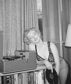 Photo by Philippe Halsman, Hollywood Stars, Classic Hollywood, Old Hollywood, Hollywood Actresses, Arte Marilyn Monroe, Marilyn Monroe Photos, Cinema Tv, Imperfection Is Beauty, Norma Jeane