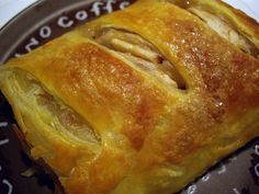 Real German Apple Strudel...this I have to learn to make this summer :)