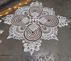 Simple Rangoli Kolam, Rangoli Borders, Rangoli Border Designs, Rangoli Patterns, Rangoli Ideas, Flower Rangoli, Simple Rangoli Designs Images, Rangoli Designs Latest, Rangoli Designs With Dots