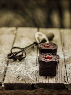 Bocados dulces y salados: Bizcochos de chocolate y cereza confitada