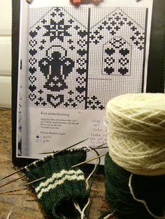 mitten Knitting Charts, Lace Knitting, Knitting Patterns, Knit Crochet, Crochet Hats, Knitted Mittens Pattern, Mitten Gloves, Wrist Warmers, Embroidery