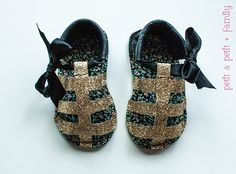 DIY baby gladiator sandals with tutorial and pattern //petitapetitandfamily.com