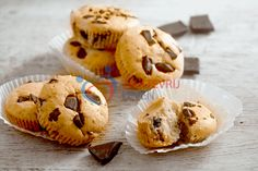 Chocolate-chip-muffins---koolhydraatarm-(12) Chocolate Chip Muffins, Food And Drink, Low Carb, Healthy Recipes, Healthy Food, Cookies, Breakfast, Desserts, Cupcakes