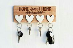 Risultati immagini per wall key holder diy Cool Diy, Diy Wood Projects, Woodworking Projects, Router Projects, Rockler Woodworking, Woodworking Tools, Home Crafts, Diy Home Decor, Wall Key Holder