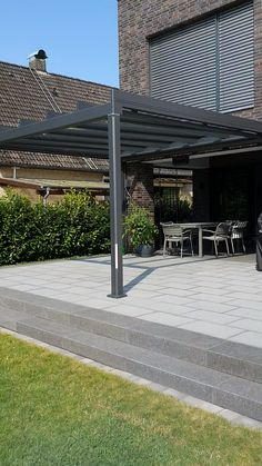 Terrasse neu erleben Plan your patio roof now and enjoy many more patio days. Diy Patio, Backyard Patio, Back Gardens, Outdoor Gardens, Carport Designs, Carport Ideas, Carport Garage, Pergola Carport, Carport Shade