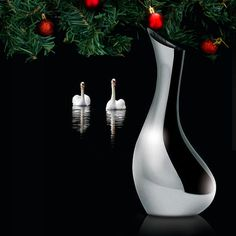 The perfect Christmas gift for that someone special 🦢🎄 The Vagnbys Carafe - Swan Carafe Silver Carafe, Silver Swan, Perfect Christmas Gifts, Danish Design, Cube, Xmas, Stainless Steel, Shapes, Sculpture