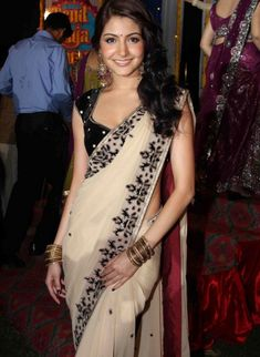 So Pretty, Anushka Sharma in Saree with Velvet Blouse Such a sensual feeling wearing a sari, knowing it's all held together with one pin or clip Bollywood Stars, Bollywood Fashion, Bollywood Actress, Actress Anushka, Beauty And Fashion, Asian Fashion, Indian Attire, Indian Wear, Indian Dresses