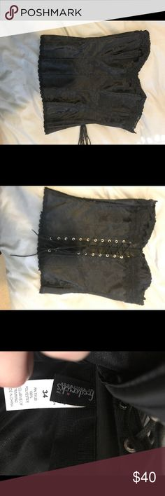 Black corset Like New! Size 34.. clasp on the side Frederick's of Hollywood Tops