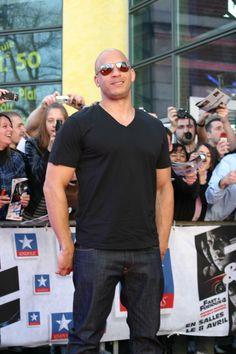 Fast & Furious 4 - Vin Diesel - Le 18/03/2009 à #Kinepolis Lomme Michelle Rodriguez, Fast And Furious, Vin Diesel, Paul Walker, Pilot, Mens Sunglasses, Celebrity, Mens Tops, T Shirt