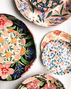 [New] The 10 Best Home Decor (with Pictures) - INSPIRATION : pretty plates for spring al fresco dining. Pottery Painting, Ceramic Painting, Ceramic Art, Painted Ceramic Plates, Ceramic Planters, Hand Painted Ceramics, Alternative Kunst, Leah Goren, Keramik Design