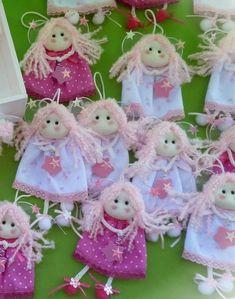 Anjinhos Lumello Artes Operation Christmas Child, Yarn Dolls, Felt Dolls, Fabric Dolls, Diy And Crafts, Arts And Crafts, Angel Crafts, Shabby Chic Christmas, Christmas Crafts
