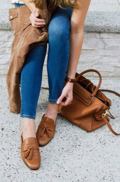 Brown leather mules outfit. Backless loafers. Tassel mules. Tassel loafers. Classic style outfit. Neutral style. Shoes for spring. Spring flats