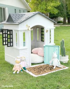 How To Paint a Plastic Playhouse Like a Pro DIY Little Tikes Playhouse Makeover! Dying over this cute cottage playhouse, you HAVE to see the BEFORE! Such an easy makeover you can do in one afternoon! Little Tikes Playhouse, Backyard Playhouse, Build A Playhouse, Backyard Playground, Backyard For Kids, Backyard Ideas, Diy Easy Playhouse, Outdoor Playhouse For Kids, Kids Plastic Playhouse