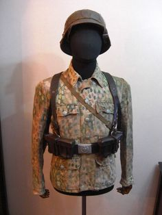 Das Reich der Uniformen - 制 服 帝 國