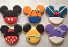 Mickey, Goofy, Donald, Minnie, Pluto & Daisy Outfit in Mouse Ears Cookies Bolo Da Minnie Mouse, Mickey And Minnie Cake, Bolo Mickey, Fiesta Mickey Mouse, Mickey Mouse Cookies, Minnie Mouse Birthday Cakes, Mickey Mouse Outfit, Mickey Cakes, Mickey Mouse And Friends
