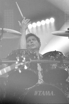 My dude, you are the best! Heart you to death, never stop using your 2 hands! ♥️ (photo: Duran Duran's social media accounts) Roger Taylor Duran Duran, 9 Year Olds, Always And Forever, Cool Bands, About Uk, Death, Social Media, Entertaining, Concert