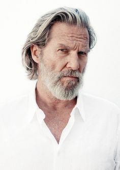 Jeff Bridges by Danny Clinch Older Mens Hairstyles, Haircuts For Men, Hair And Beard Styles, Long Hair Styles, Grey Hair Men, Grey Beards, Jeff Bridges, Man Photography, High Key Photography