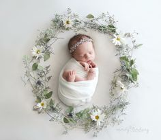 Newborn Photography - Shooting Great Photos Is Simply A Few Tips Away Foto Newborn, Newborn Baby Photos, Baby Girl Photos, Baby Poses, Newborn Pictures, Baby Pictures, Newborn Posing, Newborn Photography Poses, Newborn Photographer