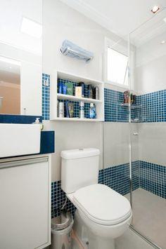 Casei, quero casa: Decorando e organizando com prateleiras e nichos. Mdf 15mm, Master Bathroom, Toilet, Sweet Home, Terra, Bathroom Ideas, Home Decor, Above Bed, Bathroom Styling