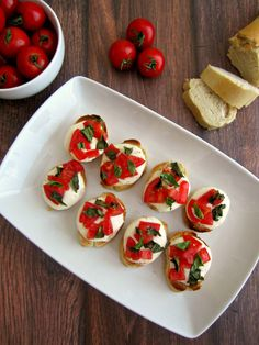 This super easy appetizer is perfect for last minute get-togethers! Layer Town House Wheat Crackers with mozzarella cheese, tomato, fresh basil and pop it in the oven for ten minutes...and voila! Ces't magnifique!