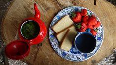 Lemon cake and mint tea Mint Tea, Chocolate Fondue, Vegan Recipes, Lemon, Vegetarian, Cooking, Cake, Kitchen, Desserts