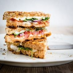 These melty, healthy grilled cheese recipes need no introduction, so well just say, make 'em. While they don't look it, these healthy grilled cheese sandwiches are good for you. Grilled Cheese Bar, Grilled Cheese Recipes, Vegetarian Panini, Vegetarian Sandwiches, Going Vegetarian, Vegetarian Breakfast, Vegetarian Dinners, Vegetarian Cooking, Ideas Sándwich