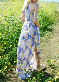 Loving the effortless feel of this flowy floral maxi.