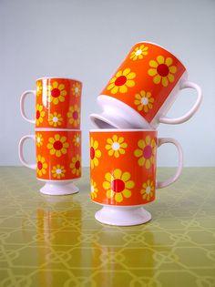 Orange Mug with Mod Yellow and Red Daisies Vintage Kitchenware, Vintage Dishes, Vintage Pyrex, Orange Mugs, 1970s Decor, Mod Furniture, Vintage Coffee, Home Decor Kitchen, Retro Vintage