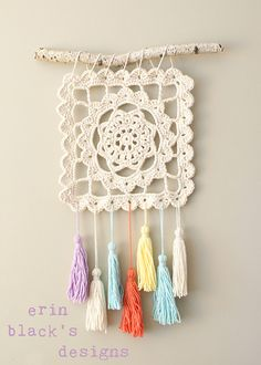 crochet diy Ravelry: Dreaming of Granny, Granny Square Wall Hanging pattern by Erin Black Crochet Diy, Crochet Wall Art, Crochet Wall Hangings, Crochet Motifs, Crochet Home Decor, Granny Square Crochet Pattern, Crochet Squares, Love Crochet, Crochet Crafts