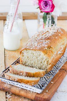 Itsetehty herkullinen kaurapaahtoleipä - Pullahiiren leivontanurkka Banana Bread, Desserts, Food, Tailgate Desserts, Deserts, Essen, Postres, Meals, Dessert